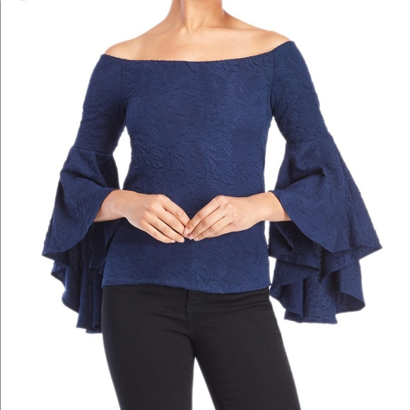 $155 NEW Romeo /& Juliet Couture Bell Sleeve Off-the-Shoulder Lace Top Sz Med